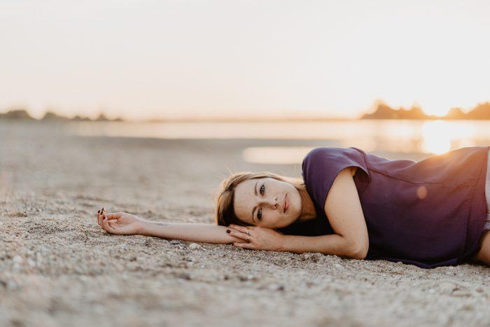 Séance-Portrait-Femme-Coucher-Soleil-Plage